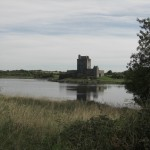 Dungaire Castle - Bucht, Burg und Schwäne